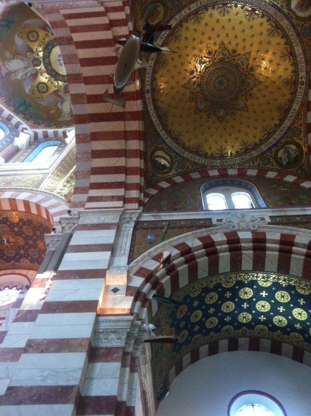 La Bonne Mère... Notre Dame de la Garde à Marseille, la gardienne des marins et des pêcheurs...